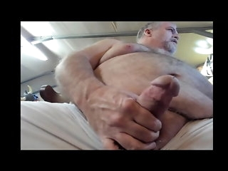 bear Butchieboo Strokes His Meat amateur